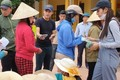 FC Thủy Tiên đòi chặn xe, không cho thần tượng đi làm từ thiện