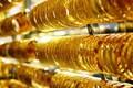 Giá vàng hôm nay 4/4: Tiền mặt quá nhiều, vàng tăng giá