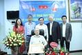 VUSTA trao Huy hiệu 75 tuổi Đảng cho GS Trần Phương