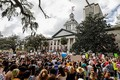 Chính quyền Florida ủng hộ trang bị súng cho giáo viên