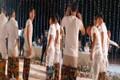 Đám cưới Công Phượng: Dàn cầu thủ mặc quần hoa lá cành chơi game