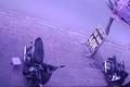 Video: Cô gái lao ra chặn đầu khiến tên trộm vứt xe bỏ chạy