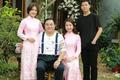 NSND Quốc Trượng hạnh phúc bên vợ kém 13 tuổi và hai con
