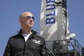Vé bay lên vũ trụ cùng Jeff Bezos được trả giá 4 triệu USD