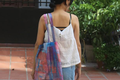 Ở nhà mùa dịch, cô gái 9x làm túi xách tái chế từ nilon