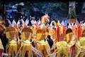 Ngựa giấy bủa vây đền ông Hoàng Mười sáng mùng 4 Tết