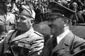 Cực sốc lý do Hitler bật khóc khi lần đầu gặp Mussolini