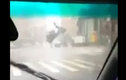 Hãi hùng siêu bão Soudelor nhấc bổng xe cộ lên trời