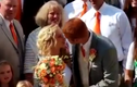 Cô dâu bất tỉnh sau khi hôn chú rể gây xôn xao