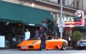 Đắng lòng cho siêu xe Lamborghini bị xe đạp vượt mặt