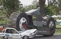 Choáng ngợp trước xe hai bánh khổng lồ nhất thế giới