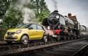 Ô tô kỳ lạ chạy trên đường ray như tàu hỏa