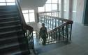 Phong thủy: Cửa căn hộ chung cư thẳng cầu thang bộ