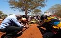 """Phát hoảng 12 tục lệ mai táng """"dị"""" nhất Châu Phi"""