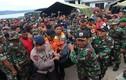"""Indonesia """"tuyệt vọng"""" tìm 200 người mất tích trong thảm kịch chìm phà"""