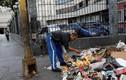 Nhói lòng cảnh người dân Venezuela bới rác tìm thức ăn