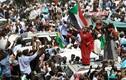 """Tổng thống Bashir bị """"lật đổ"""", vì sao dân Sudan vẫn biểu tình?"""