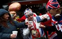Người dân Anh ăn mừng Công nương Markle sinh con trai đầu lòng