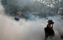 Hong Kong chìm trong bạo lực, hơi cay mù mịt tuần thứ 21