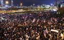 Biển người Hong Kong xuống đường tuần hành cảm ơn Tổng thống Trump