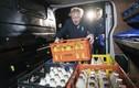 Ảnh: Thủ tướng Anh Boris Johnson đích thân đi giao sữa trước tổng tuyển cử