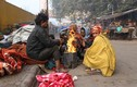 Cuộc sống người vô gia cư ở thủ đô Ấn Độ: Đốt rác sưởi ấm vì lạnh