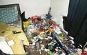 Cha mẹ nghiện ma túy, bỏ con sống trong ngôi nhà ngập rác bốc mùi