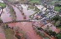 Toàn cảnh bão Dennis tàn phá nước Anh giữa đại dịch virus corona