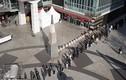 Video: Hàng nghìn người rồng rắn xếp hàng cả cây số mua khẩu trang ở Hàn Quốc