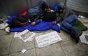 Tận mục cuộc sống người vô gia cư khắp thế giới mùa Covid-19