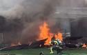 Hiện trường máy bay trình diễn Canada lao xuống nhà dân, cháy ngùn ngụt