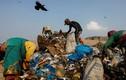 Hiểm nguy rình rập dân nghèo mưu sinh ở bãi rác mùa COVID-19