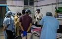 """Bên trong bệnh viện chữa COVID-19 nguy cơ """"sụp đổ"""" ở Ấn Độ"""