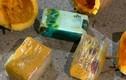Bắt băng nhóm khoét ruột bí ngô cất ma túy mang về vùng dịch