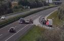 Video: Tài xế trả giá vì lái xe lơ đễnh trên cao tốc