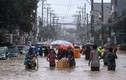 Toàn cảnh Manila chìm trong biển nước vì bão Vamco