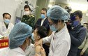 3 người tình nguyện tiêm vắc-xin ngừa COVID-19 đều khỏe mạnh