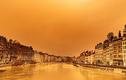 """Cảnh bầu trời Châu Âu chuyển sang màu cam như """"ngày tận thế"""""""