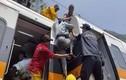 Tàu chở hơn 300 người trật đường ray ở Đài Loan, nhiều người chết