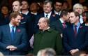 """""""Bằng chứng"""" Hoàng thân Philip rất thân thiết với cháu trai Harry và William"""