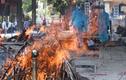 Ấn Độ phát trực tiếp lễ hỏa táng thi thể bệnh nhân COVID-19
