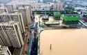 Toàn cảnh trận mưa lũ kinh hoàng ở Trung Quốc, hàng chục người chết