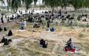 """Cận cảnh người dân Afghanistan """"chạy loạn"""" khi Taliban hoành hành"""