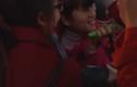 Fan nữ mê mẩn lần đầu được chạm vào người Tuấn Anh