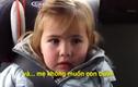 Siêu dễ thương cô bé tha thứ cho mẹ vì ăn hết kẹo của mình