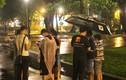 Game thủ đội mưa, vật vờ săn Pokemon giữa đêm Sài Gòn