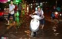 Ảnh: Xe chết máy hàng loạt vì đường ngập ở Sài Gòn