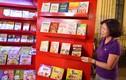Ảnh: Cửa hàng sách di động nhiều màu sắc trên phố đi bộ