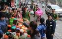 Ảnh: Cảnh sát giành lại vỉa hè ở chợ Hôm lúc sáng sớm