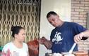 Tình đẹp của cặp vợ Việt, chồng Tây bán xúc xích vỉa hè